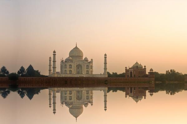 A view of the Taj Mahal in India, which can be visited with a cheap holiday package from Flight Centre.
