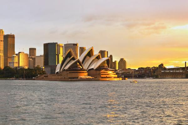A sunset view of the Sydney Opera House in Australia, which can be visited one of the cheap Australia and New Zealand category of holiday packages from Flight Centre.