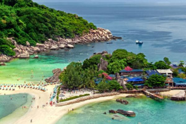 A view of Koh Samui's coastline, which can be visited with a cheap holiday package from Flight Centre.