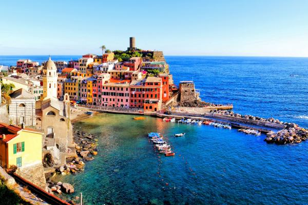 A view of Italy's coastline, which can be visited with a cheap holiday package from Flight Centre.