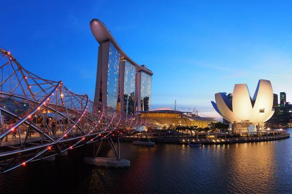 A view of Marina Bay in Singapore, which can be visited with a cheap holiday package from Flight Centre.